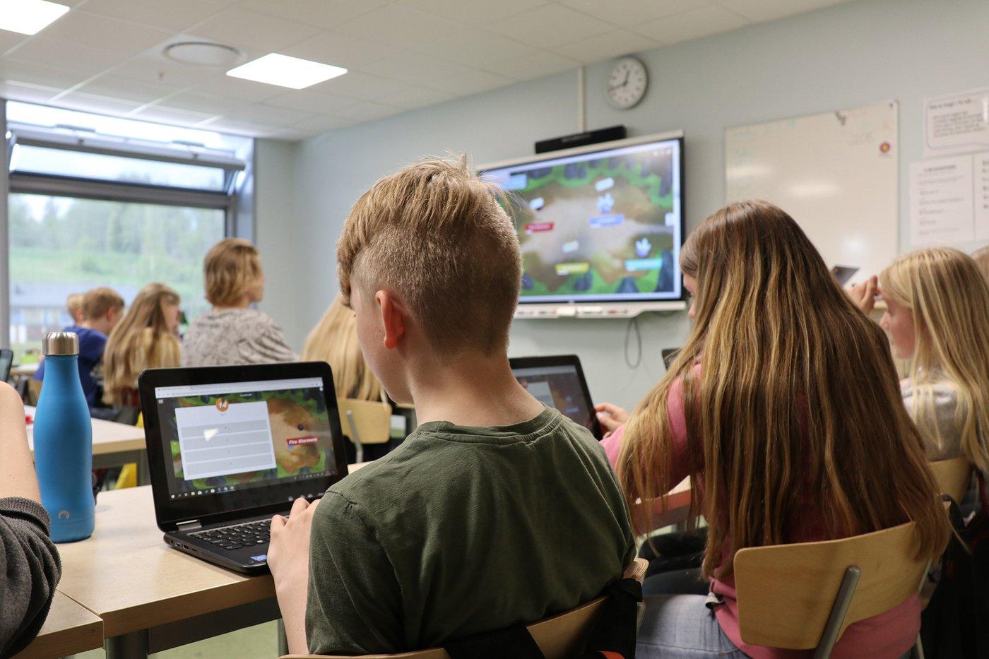 Alt-om-interaktive-skjermer-en-ny-skolehverdag
